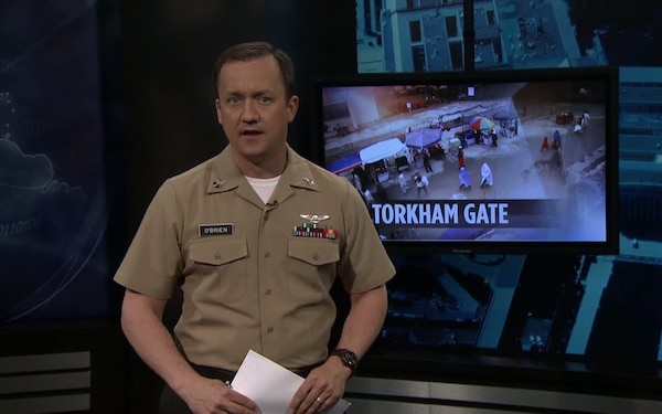 Soldiers Protect Torkham Gate