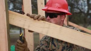 15th MEU Marines Build SWA Hut