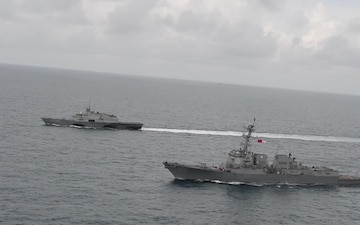 USS Fort Worth (LCS 3) and USS Sampson (DDG 102) Operate Underway