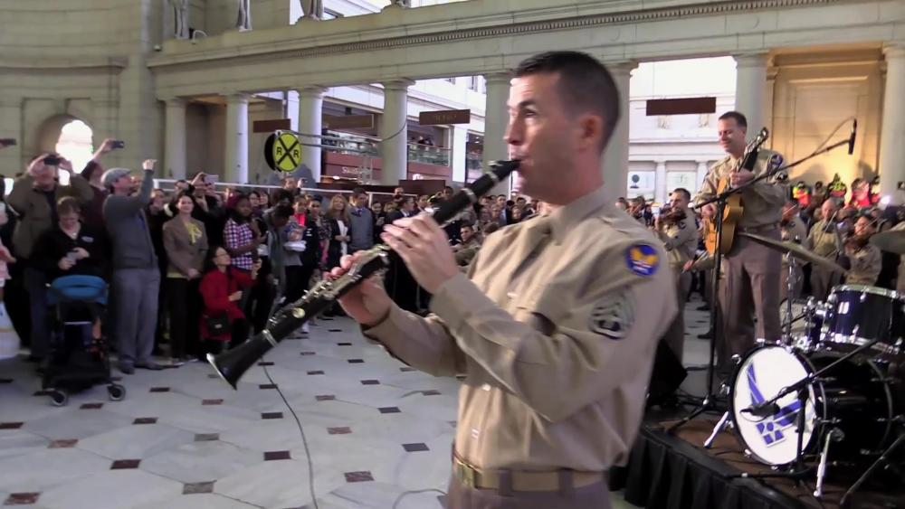 U.S. Air Force Band Surprises Commuters with Christmas Flash Mob