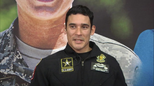 Staff Sgt. Jonathan Lopez (in Spanish)