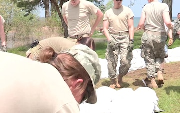 New York Army National Guard Soldiers Build Sandbag Walls