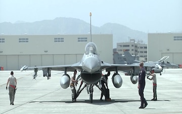 Pacific Air Forces' F-16 Demonstration Team Lands in Iwakuni Airfield for Hot Pit Refueling (Package/Pkg)