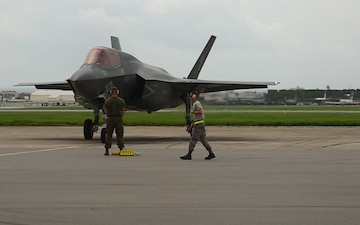 F-35B Lightning II arrive in Okinawa