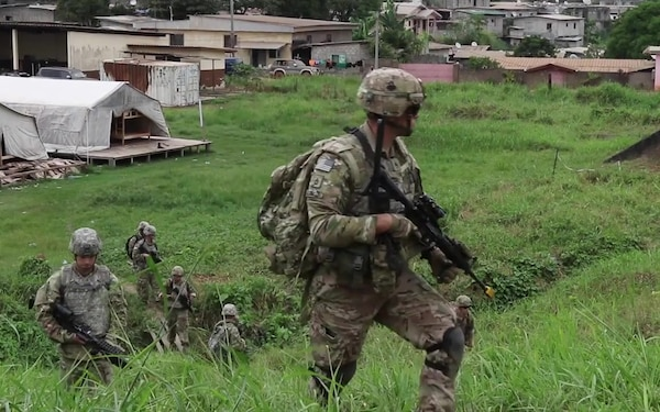 101 Division (Air Assault) Soldiers train alongside Gabonese counterparts during Judicious Activation 17-2