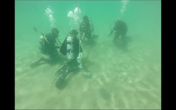 U.S. Navy Divers Conduct Dive Operations with Honduran Military Members during Southern Partnership Station 17