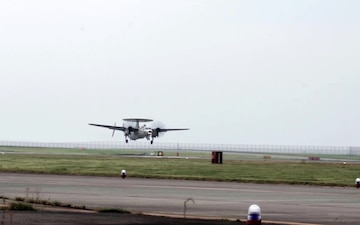 Carrier Airborne Early Warning Squadron 125 returns to Iwakuni