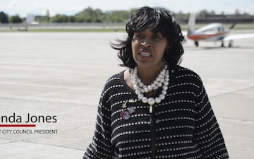 Marines Fly With Detroit Citizens