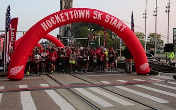 """""""Lead From the Front"""" Hockeytown 5k Marine Week Detroit"""
