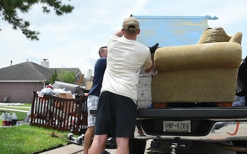 Service members help fellow service member rebuild in wake of Harvey