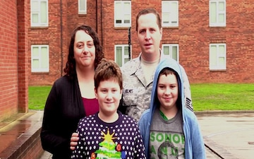 TSgt Andrew Holmes and family Holiday Greeting