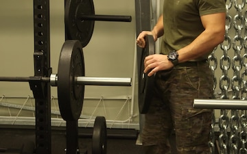 Get fit with NATO troops- Broll