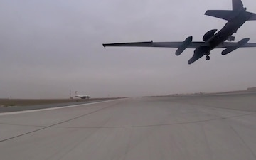U-2 Dragon Lady landing 1