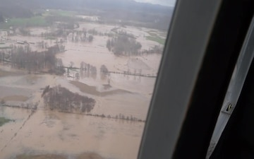 Aerial footage of Tygart River flooding