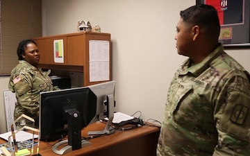 Hawaii Soldier serving the Community