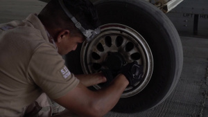 Iraqi Air Force Maintainers Fix an F-16C