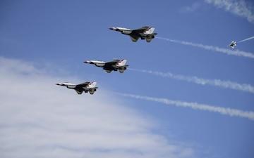 USAF Thunderbirds:  Duluth Air Show B-Roll