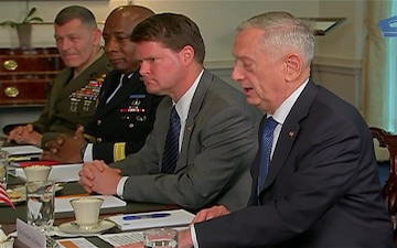 Mattis Welcomes Philippine National Defense Secretary to the Pentagon