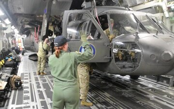 AK C-17 deliver UH-60's to Hurricane Florence Relief Efforts