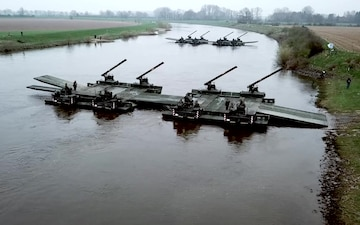 How NATO Gets Tanks Across Rivers (IT Version with Music)