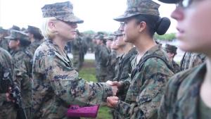 UN Minuto With A U.S. Marine