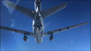 KC-10 finishes refueling C-17