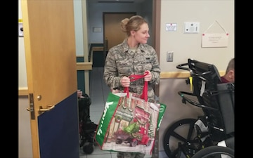 Reservists share holiday cheer with veterans in Norman, Okla.