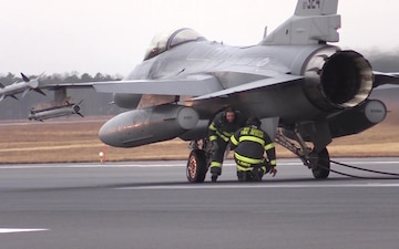 F-16 Barrier Pull Engagement