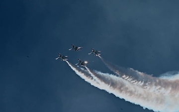 Air Force Thunderbirds in Slow Motion
