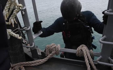 USS Carney (DDG 64) Conducting a VBSS Training