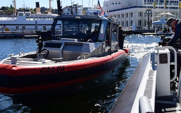 Coast Guard, Partner Agencies Demonstrate Cold Water Safety Rescue on Lake Union, Washington