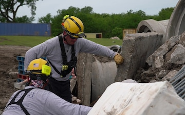 Missouri Military, Government and Civiliain Agencies Work Together During Disaster Exercise Vigilant Guard