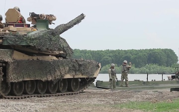 M1 Abrams Water Gap Crossing