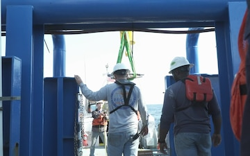 Coimbra Response Crews Work Aboard M/V SHELIA BORDELON