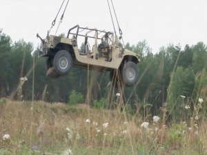 1st Eng. Soldiers Learn the Ropes of a Sling Load