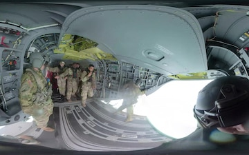 25th ID Soldiers Helocast from a CH-47 Heliocopter off the Coast of Hawaii (360 video)