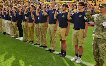 Future U.S. Armed Forces Service Members Enlist Together at NFL Stadium