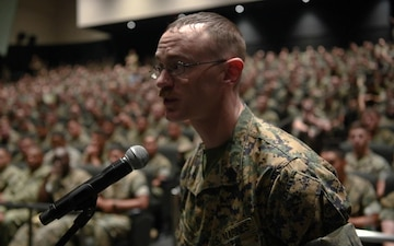 38th CMC visits MCAS Iwakuni (Package/Pkg)