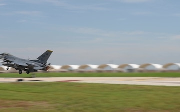 F-16 Fighting Falcon Take Offs