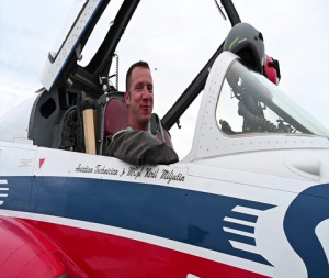 F-35 Demo Pilot Rides Shotgun with RCAF Snowbirds