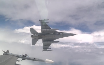 Aerial F-16 shots