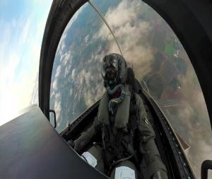 F-35 Demo Team pilot flies over Oregon International Airshow