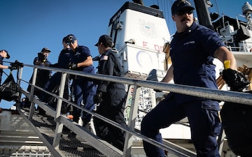 Coast Guard offloads seized cocaine in San Diego