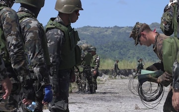 Philippine, US Marines exchange EOD knowledge during KAMANDAG 3