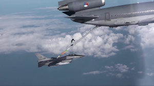 Air-to-Air Refuelling - Gas Stations in the Sky (IT Version)