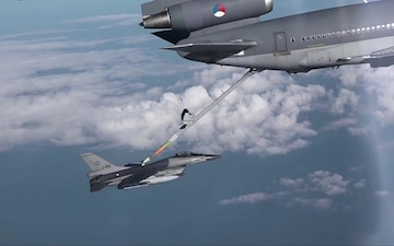 Air-to-Air Refuelling - Gas Stations in the Sky (With Subtitles)