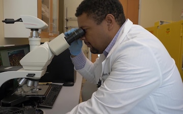 DPAA scientists conduct laboratory operations