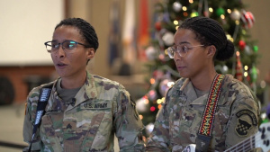 Army band twins rock around the Christmas tree