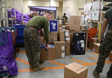 MCAS Iwakuni postal clerks work hard during the holiday season (B-Roll)
