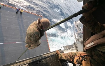 31st Marine Expeditionary Unit Conducts Fast Rope Exercise